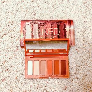 NEW IN BOX Urban Decay Naked Heat Petite Palette